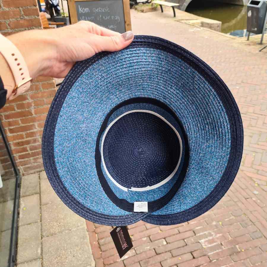 blauw hoedje binnenkant