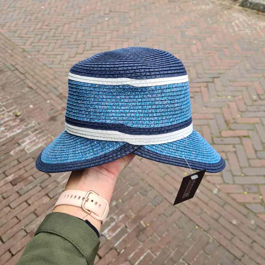 blauwe hoed strepen