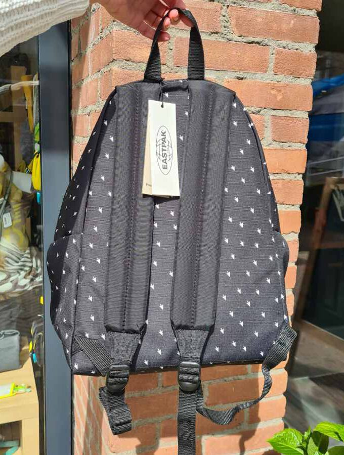 eastpak black arrow