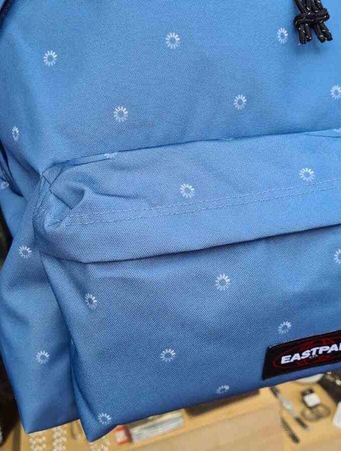 blauwe rugzak eastpak