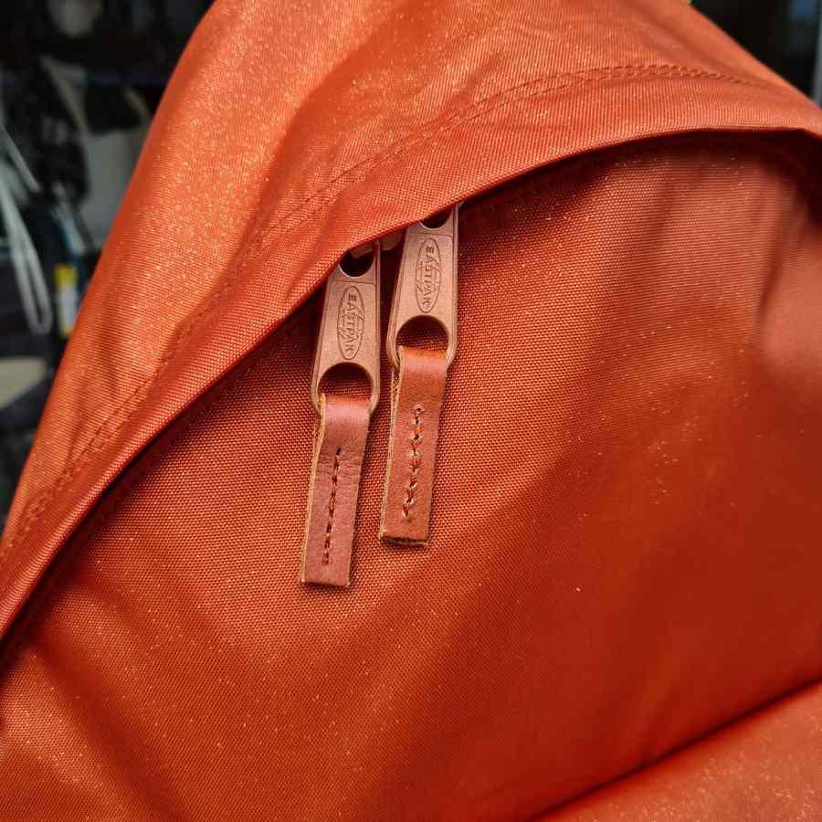 eastpak oranje leer loper detail