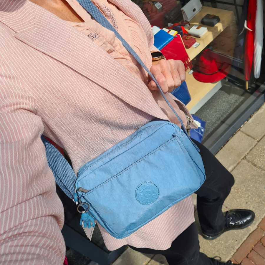 kipling Abanu schoudertas blauw