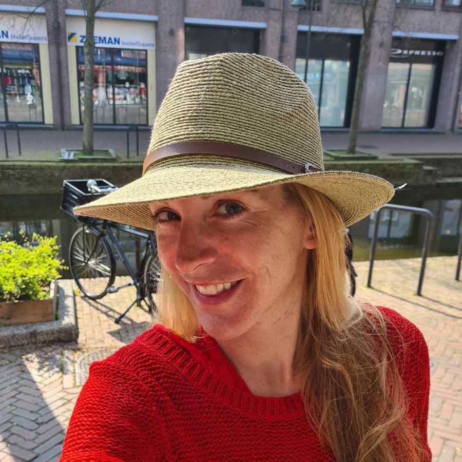 Groene hoed bruin riem