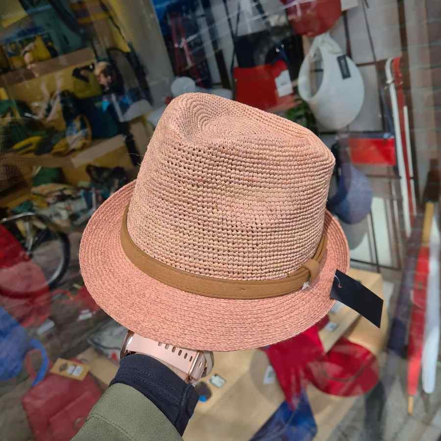 roze hoedje echt stro