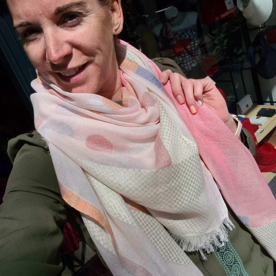 roze sjaal vierkant franjes