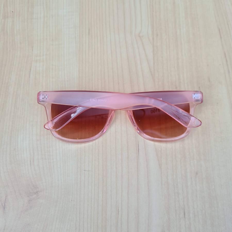 zonnebril roze montuur achterkant