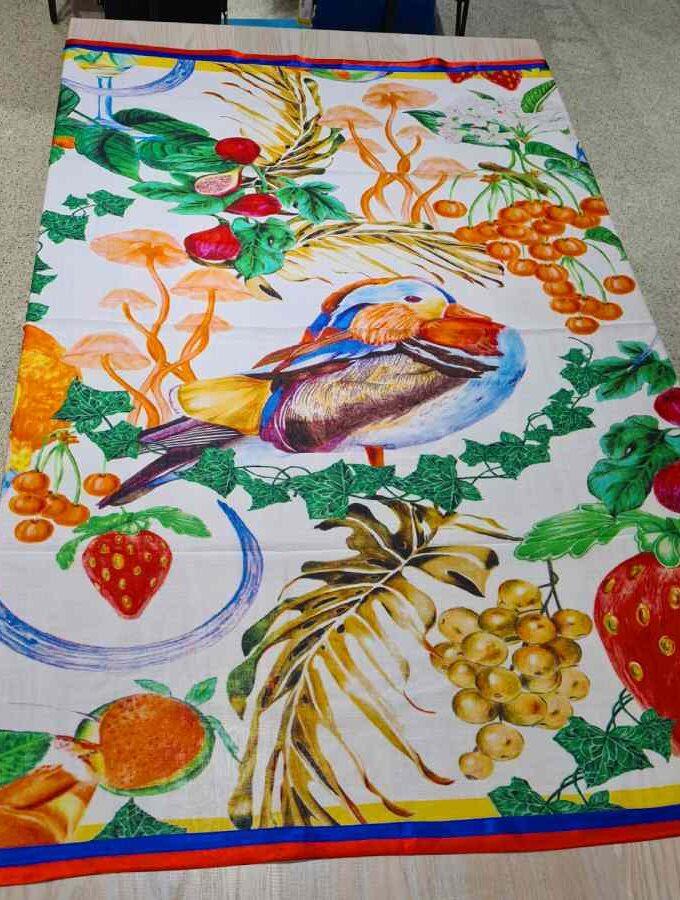 Sjaal vogel fruit met rand vierkant