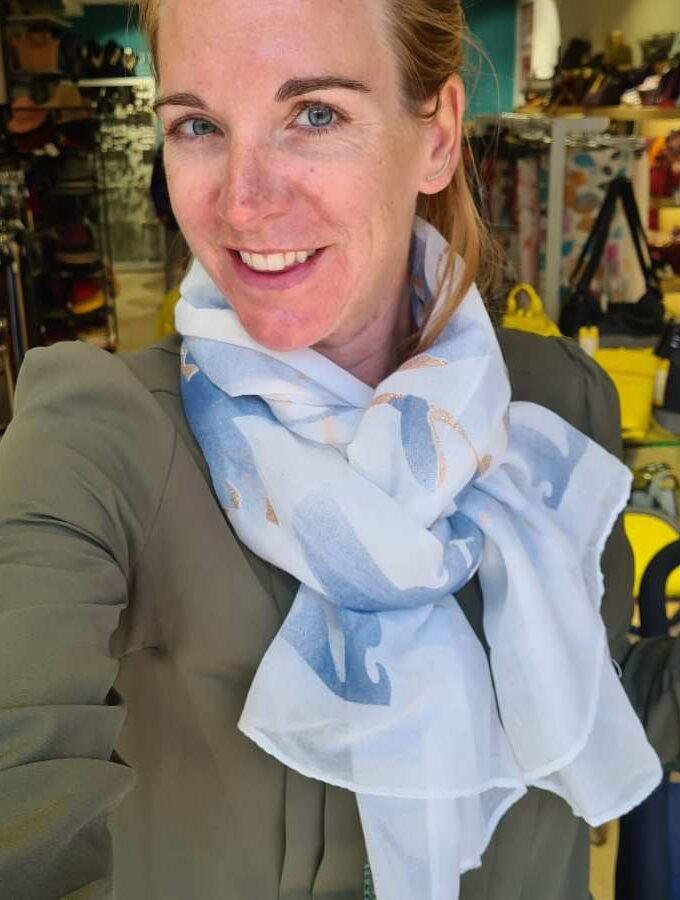 sjaal wit met blauw glitters