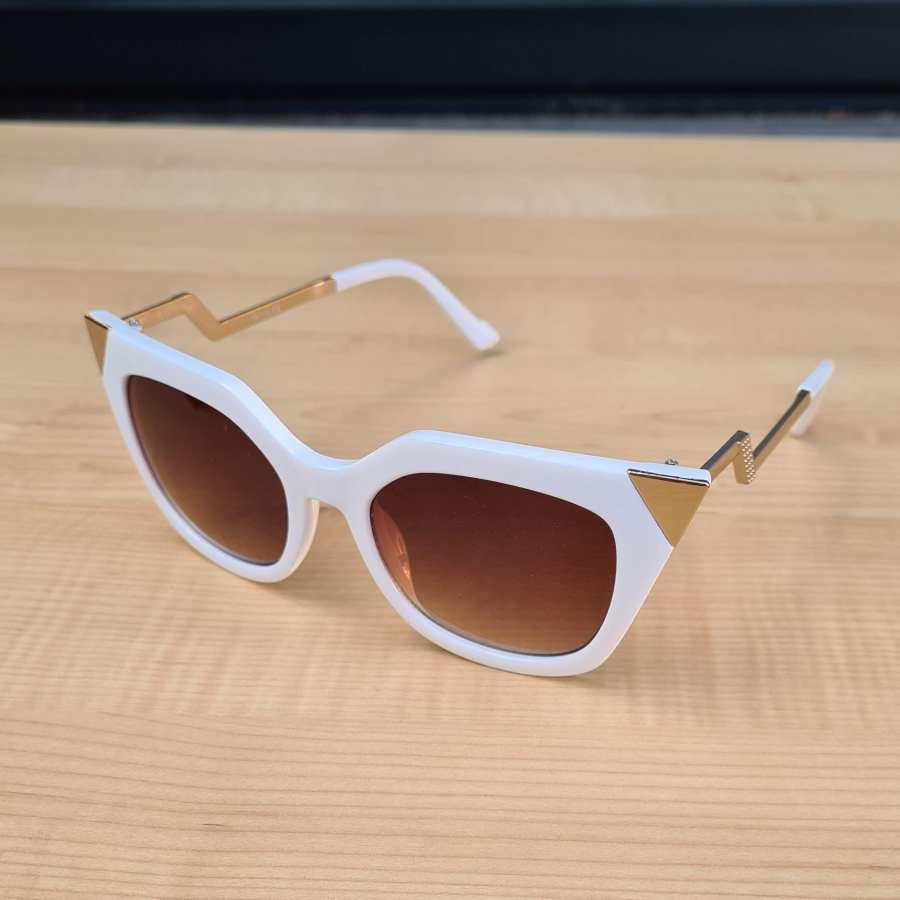zonnebril wit zilveren hoeken