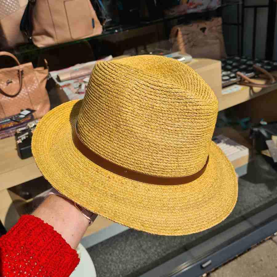 gele hoed van stro