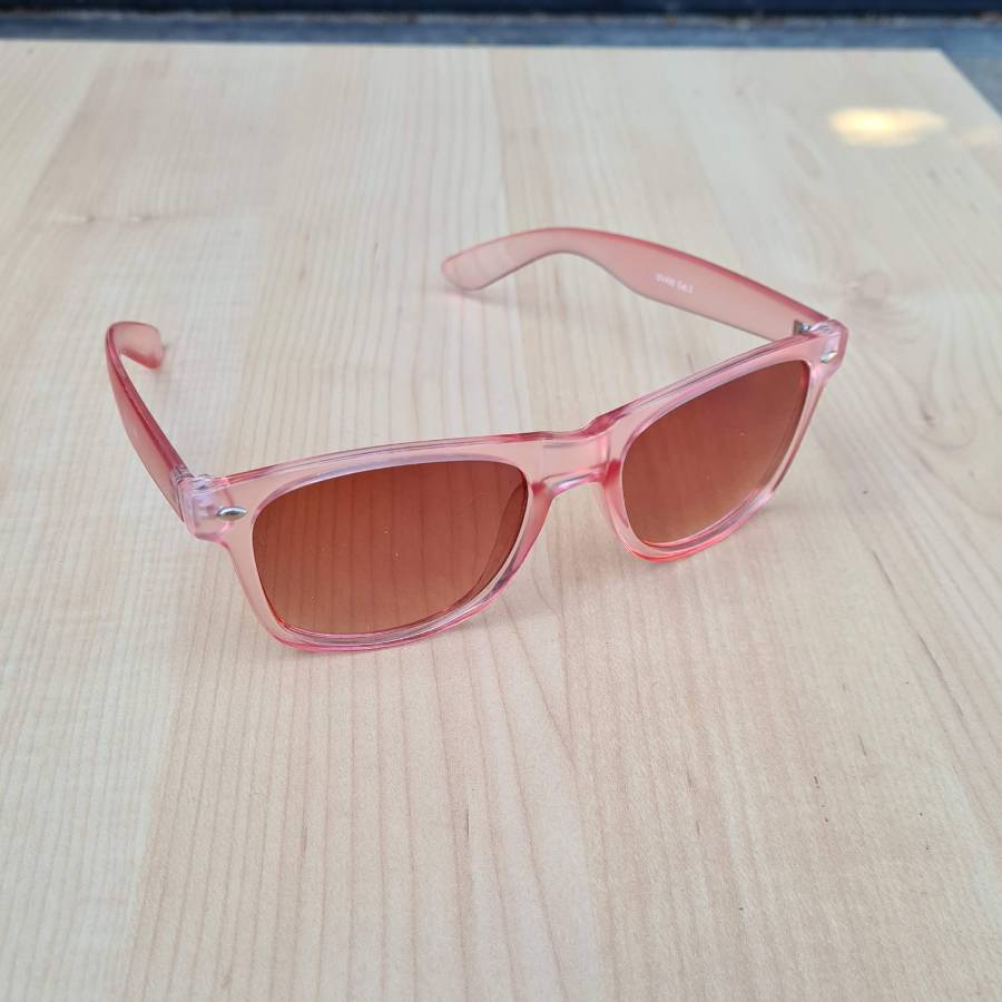 zonnebril roze montuur