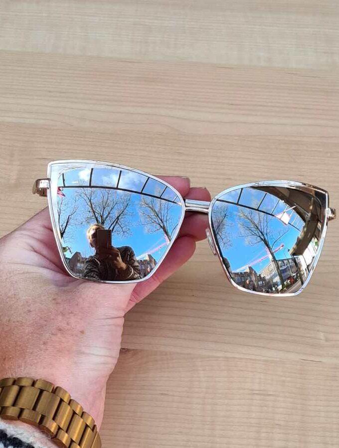 zonnebril zilver spiegelend voorkant