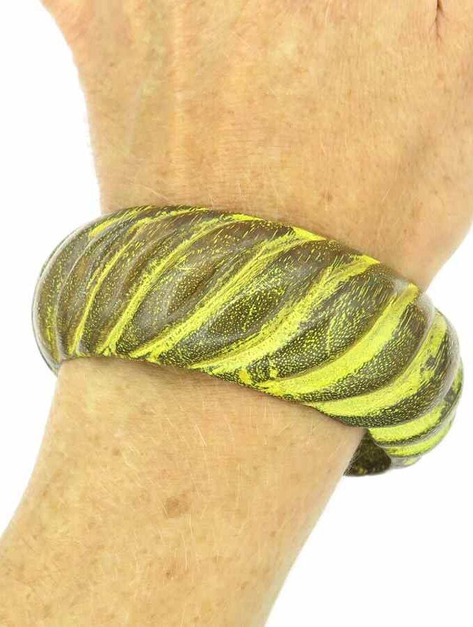Houten armband gele strepen