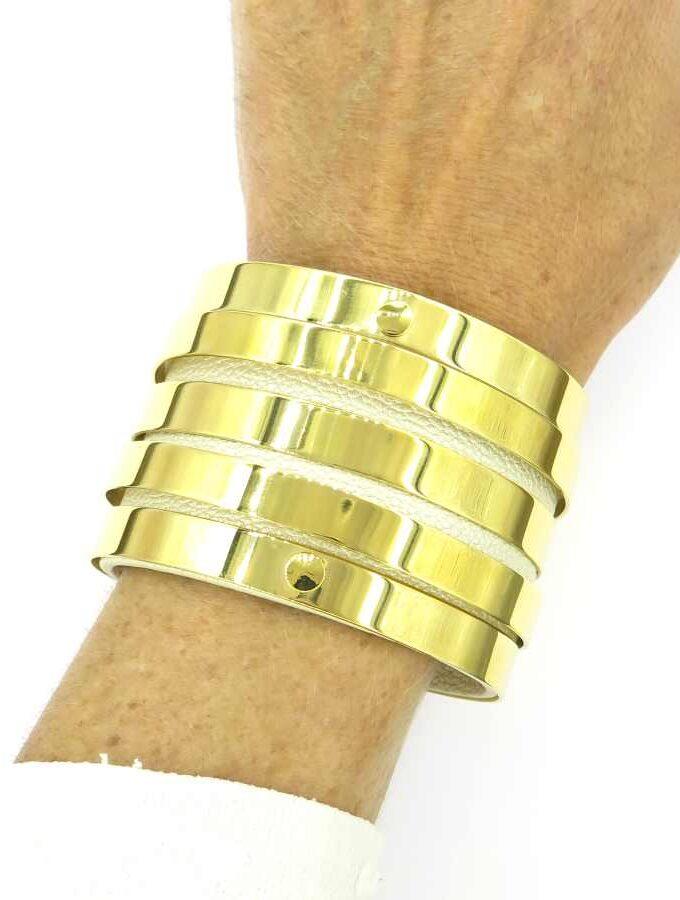 Goude brede armband met beige
