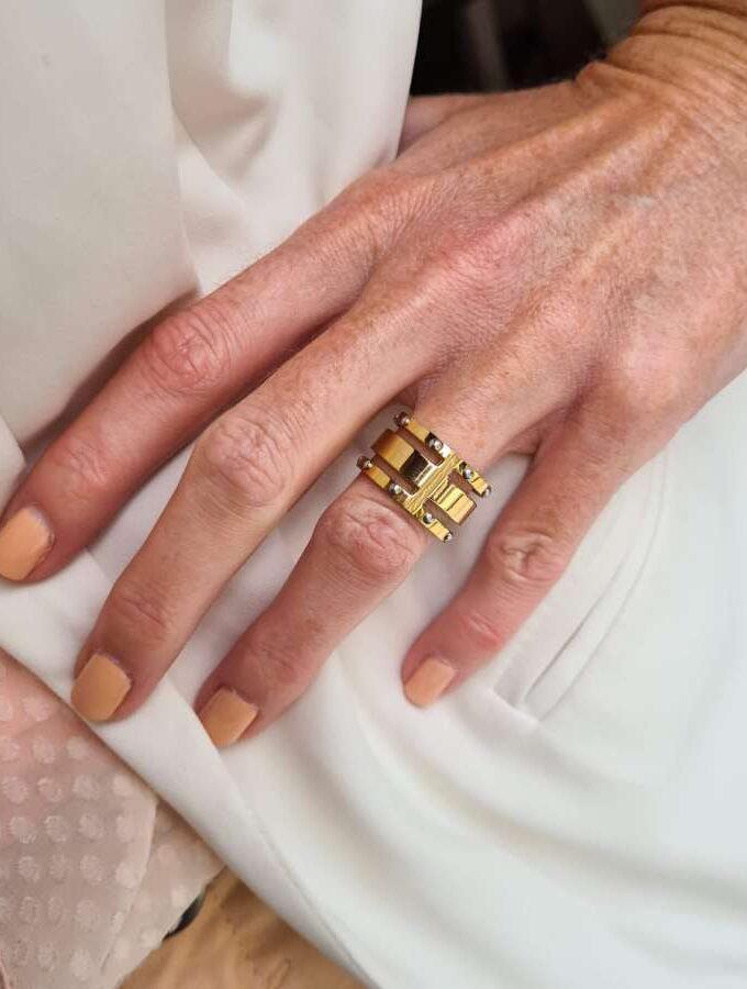 Goudkleurige ring studs stainless steel