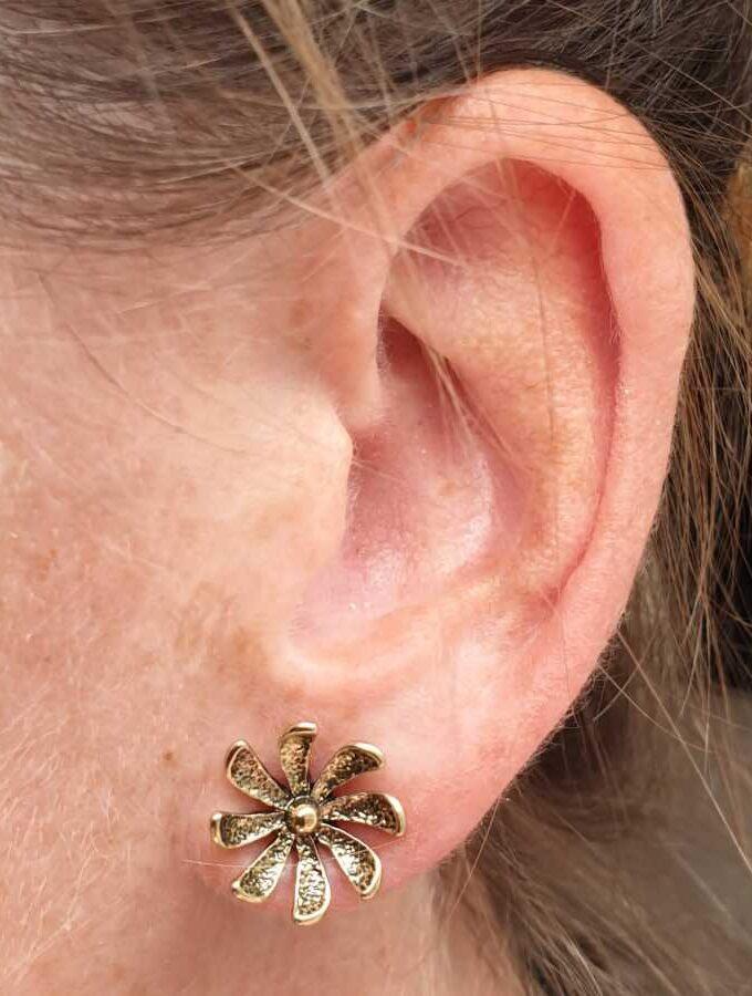 Oorbellen stekers goud bloem