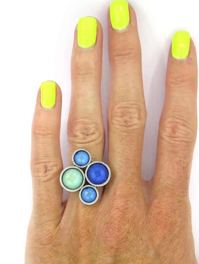 Ring zilverkleur cirkels blauw en groen
