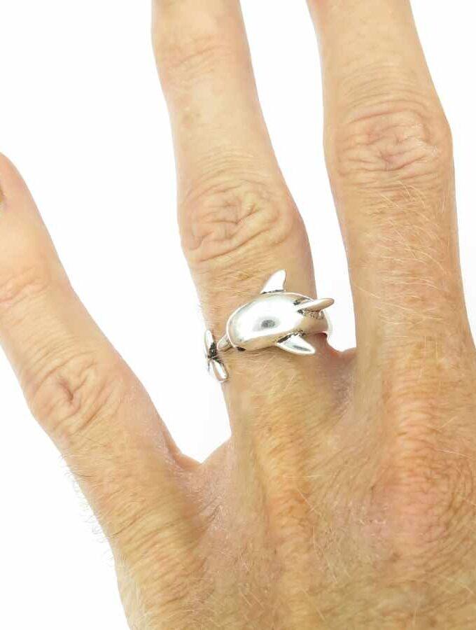 Ring zilverkleurig dolfijn rond