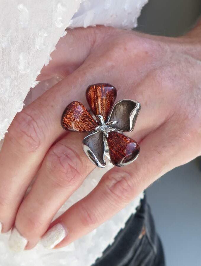 Ring elastiek zilverkleur bloem bruin