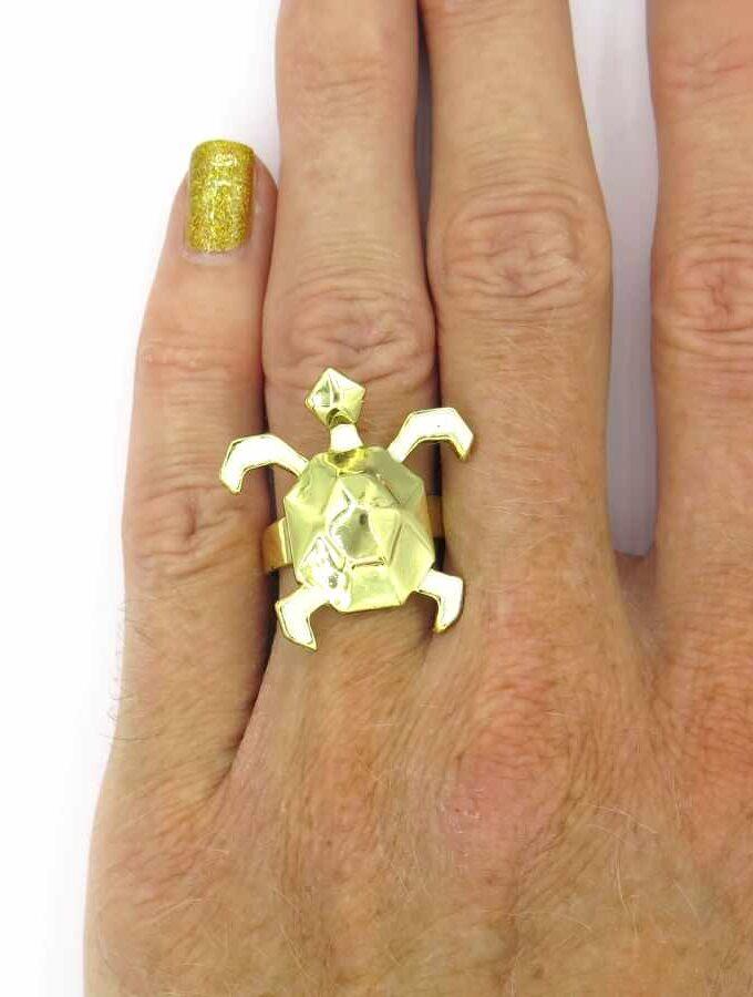 Ring goudkleurig schildpad witte poten