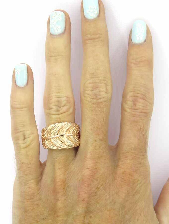 Ring elastiek rosé met veren