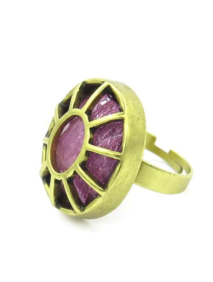 Goudkleurige ring roze steen