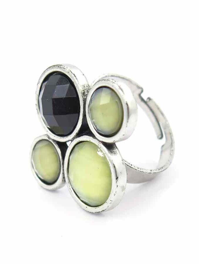 Ring zilverkleur ronde stenen zwart en grijs