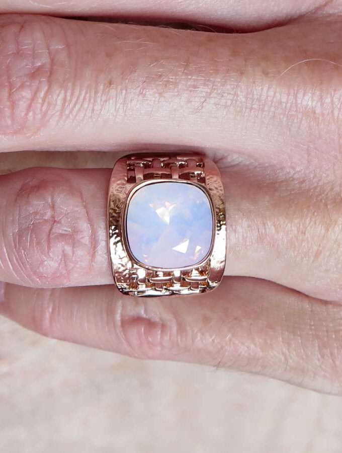 Ring rosé elastiek roze steen