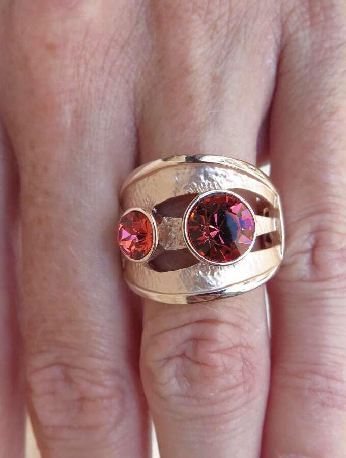Ring rosé rode stenen elastiek