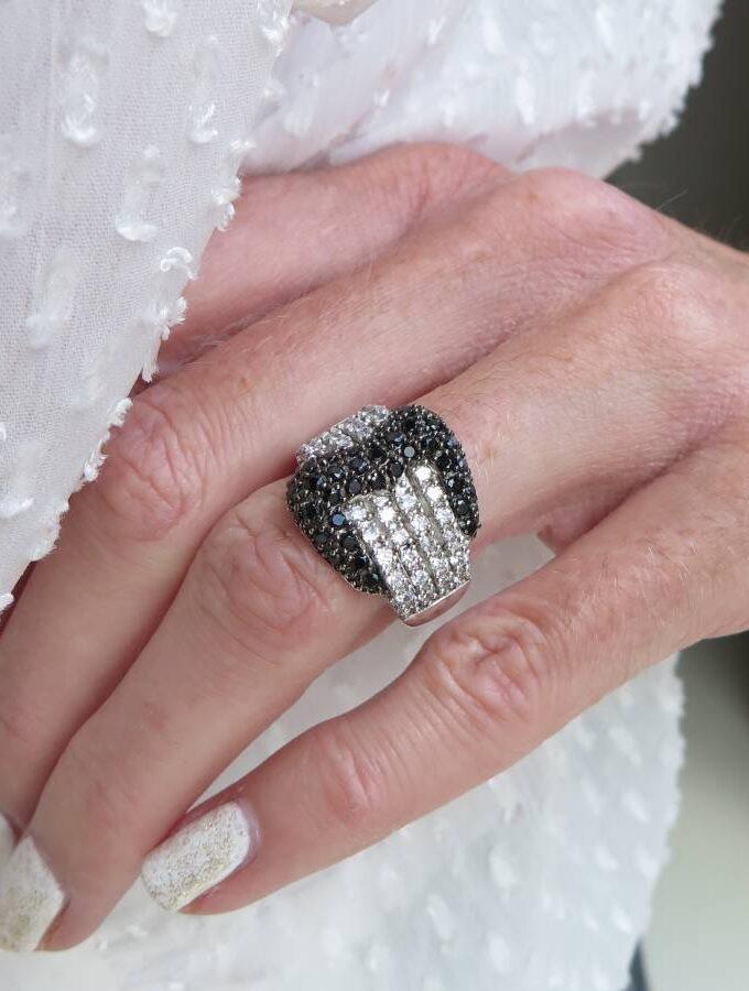 Ring zilverkleur zwarte gesp