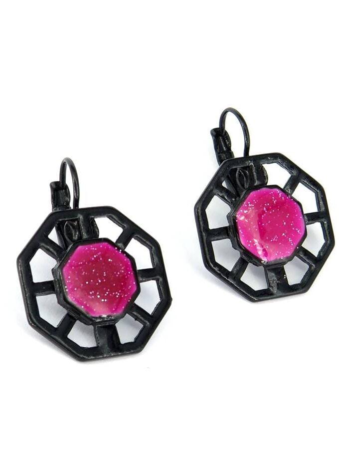Oorbellen roze zwart wiel