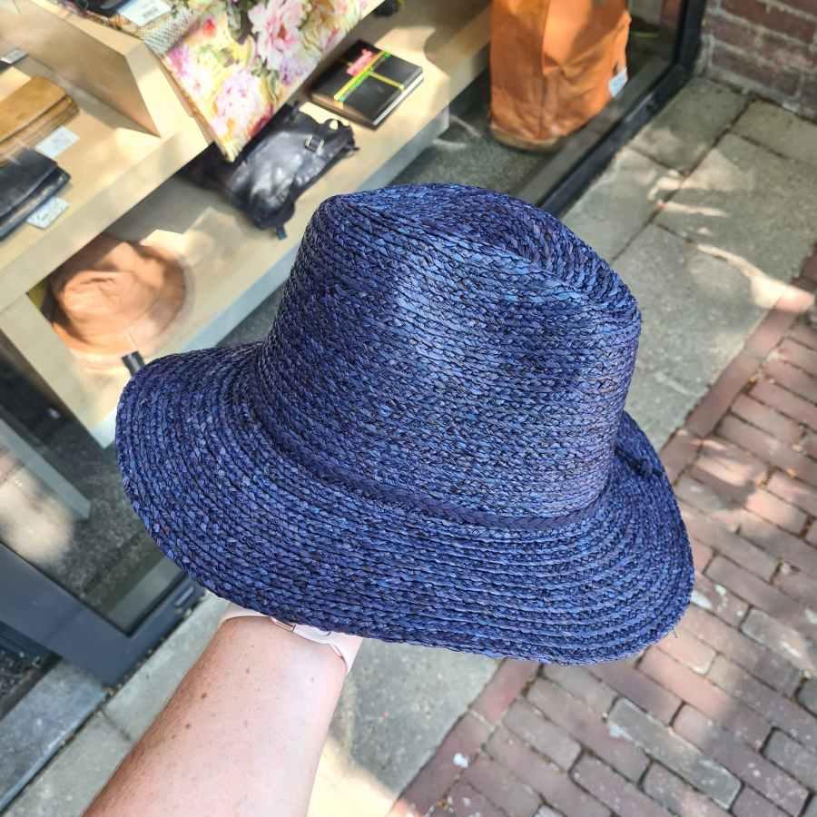 blauwe zomerhoed stro cowboy model gleufhoed strik
