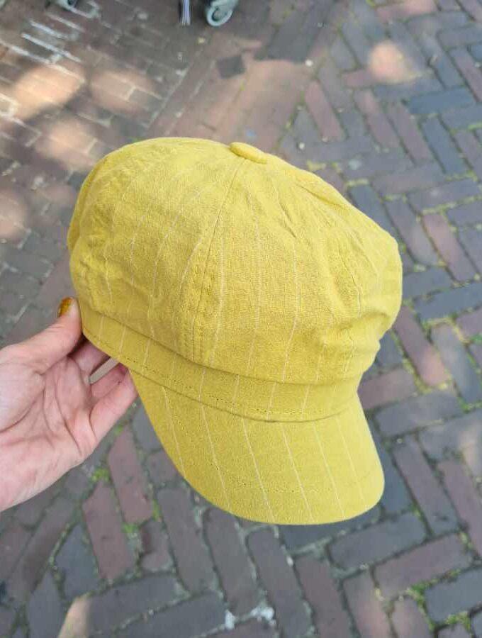 Petje katoen met strepen in groen geel