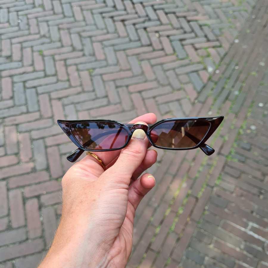 Hoekige zonnebril klein model in bruin