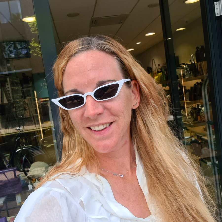 Hoekige zonnebril klein model wit montuur