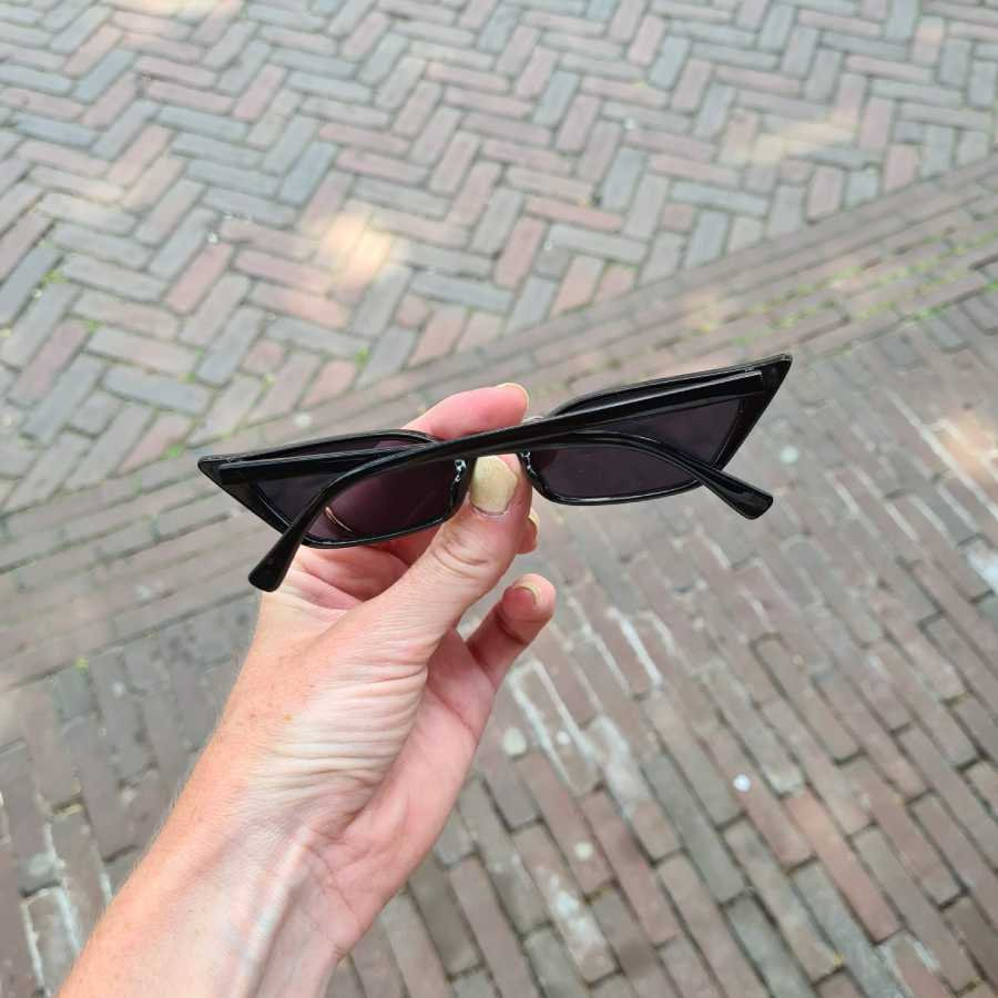Hoekige zonnebril klein model zwart montuur
