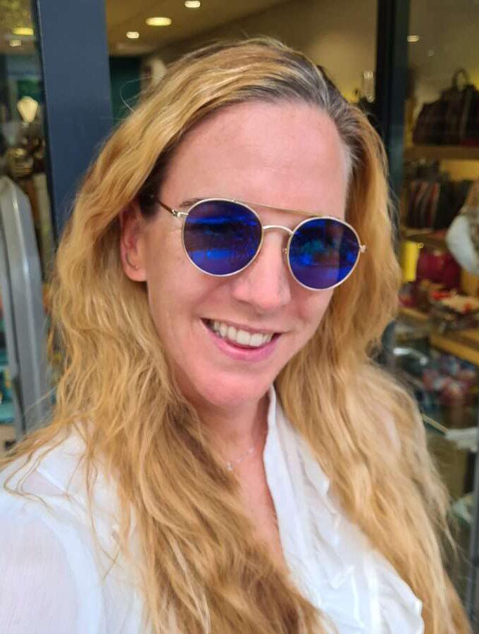 Ronde zonnebril spiegelende blauwe glazen