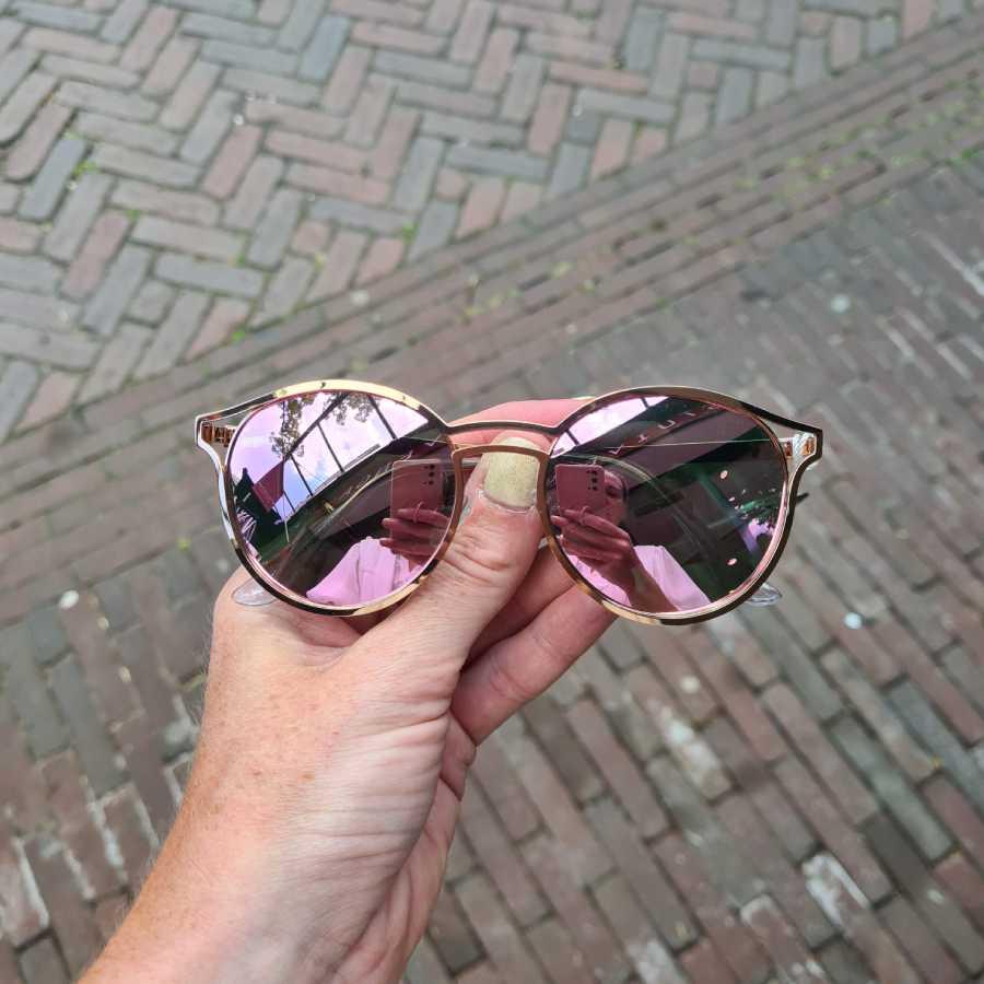 Roze zonnebril spiegelende glazen rond