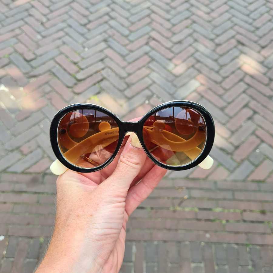 Zonnebril krul pootjes beige met bruin