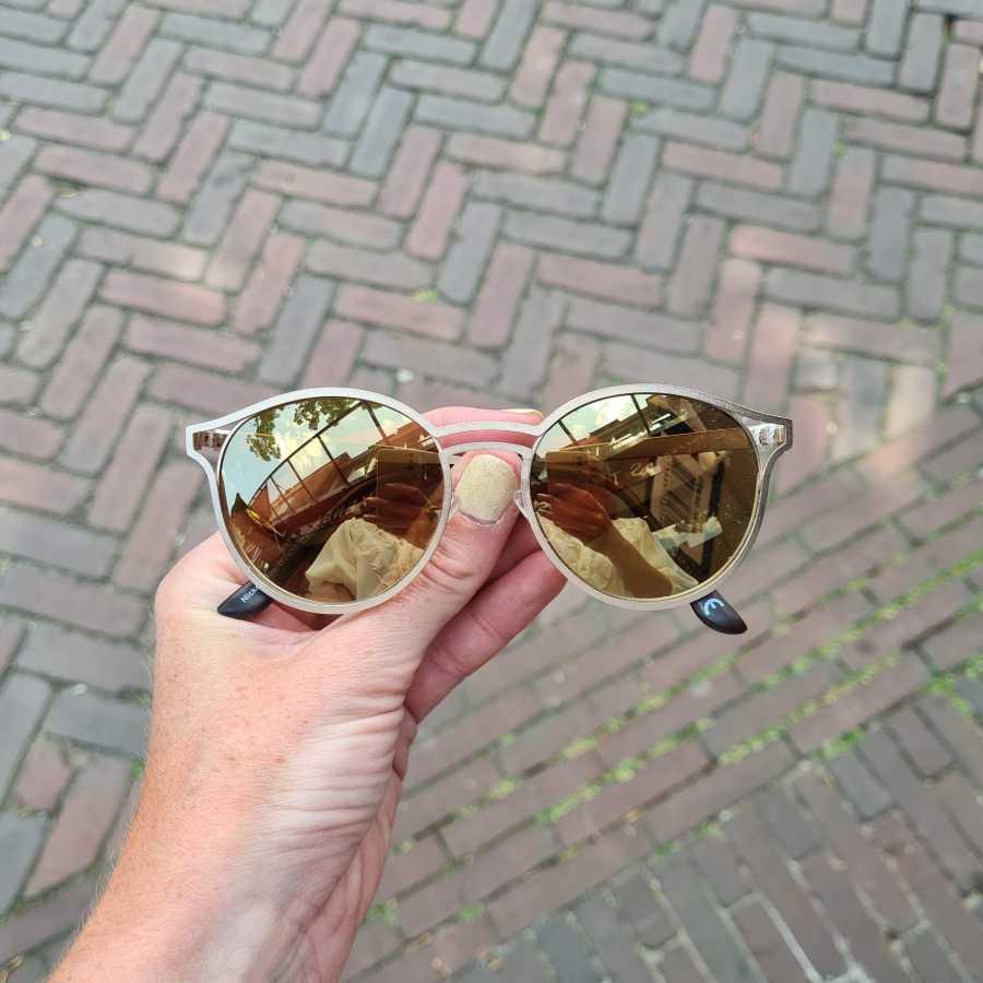 Zonnebril ronde glazen bruin spiegelend
