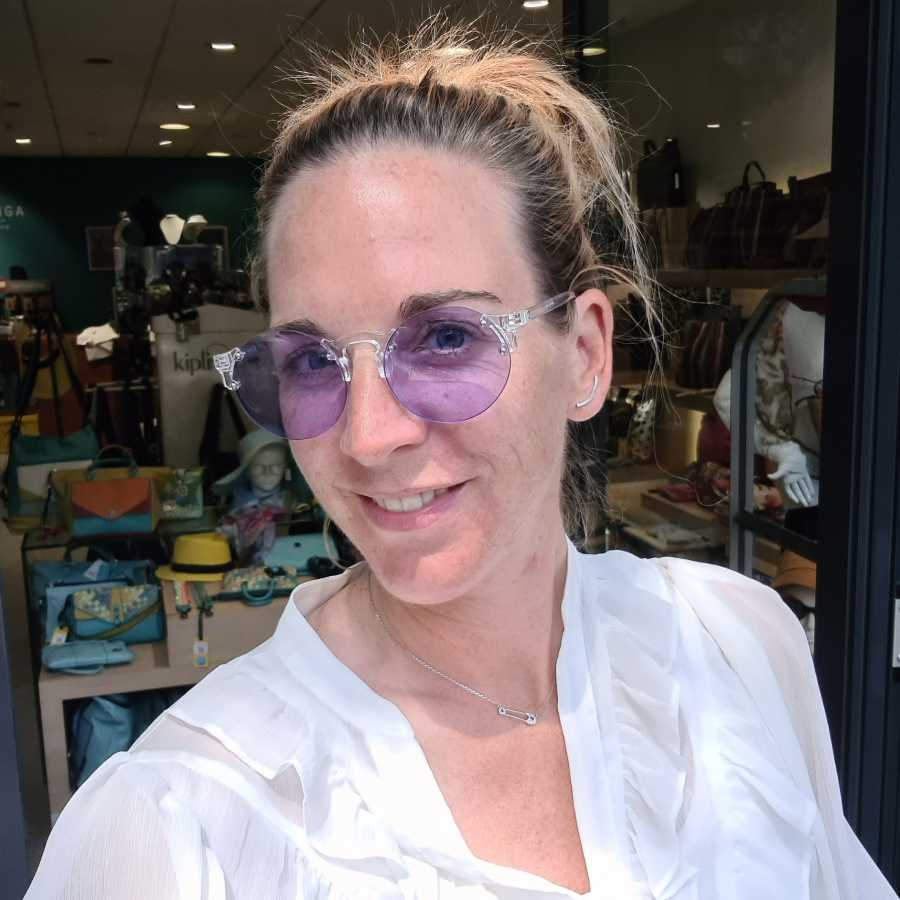 zonnebril paarse glazen transparant montuur